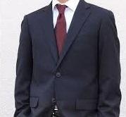 紺色スーツ赤ネクタイ